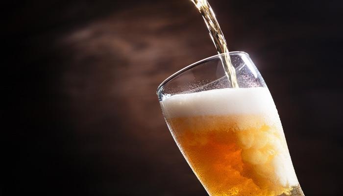 servir cerveza clara