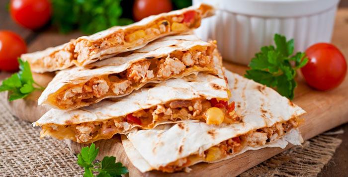 Quesadillas de pollo y piña. Receta mexicana