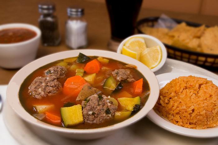Sopa De Albóndigas Con Verduras Receta Fácil