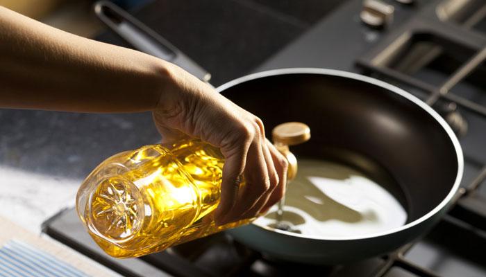 calentar aceite en cacerola