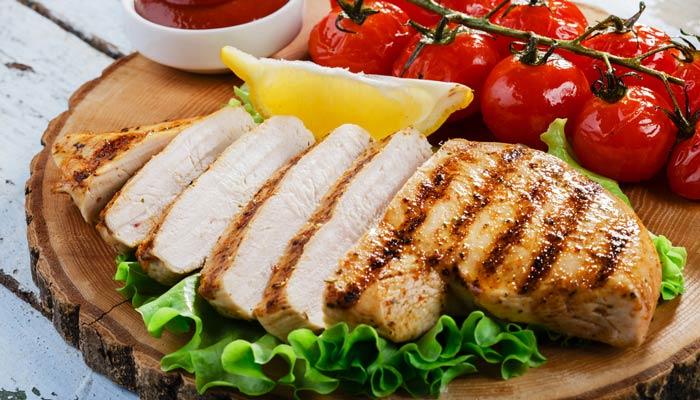 cortar pollo cocido