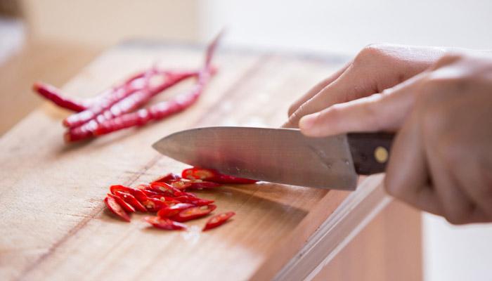 cortar chiles secos