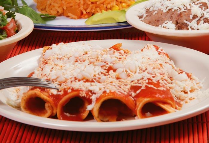 Entomatadas de atún.  Receta de comida mexicana