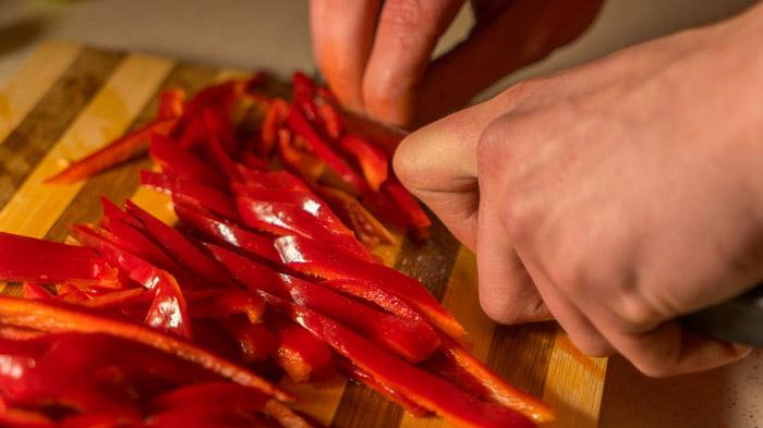 cortar pimiento morron rojo
