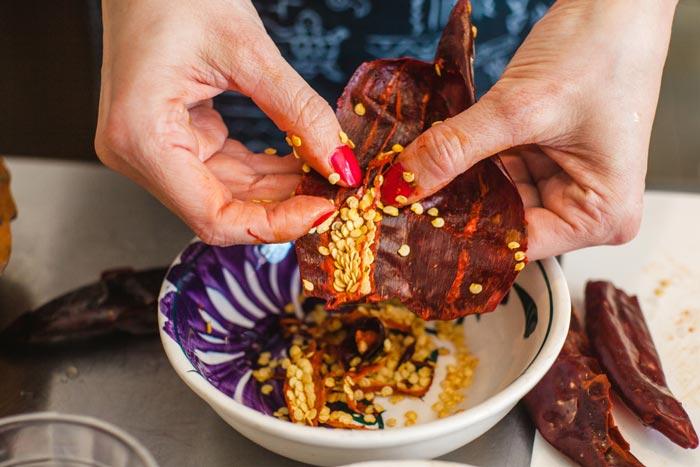 desvenar chile guajillo