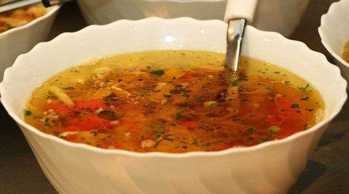 Caldo De Pollo Con Pasta Y Verduras Receta Fácil