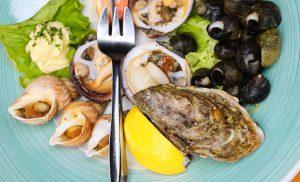 tenedor ostras o moluscos