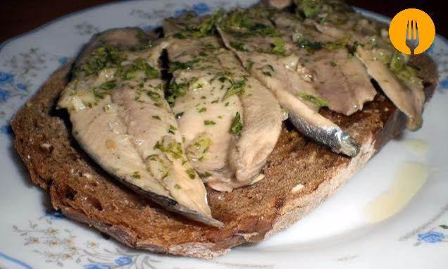 Receta de tosta de boquerones en vinagre sencilla - Calorias boquerones en vinagre ...