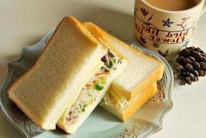 Sándwich vegetales con atún