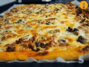 Pizza de carne picada y bacón