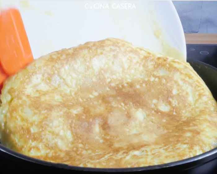 Tortilla de Patata con Cebolla Caramelizada