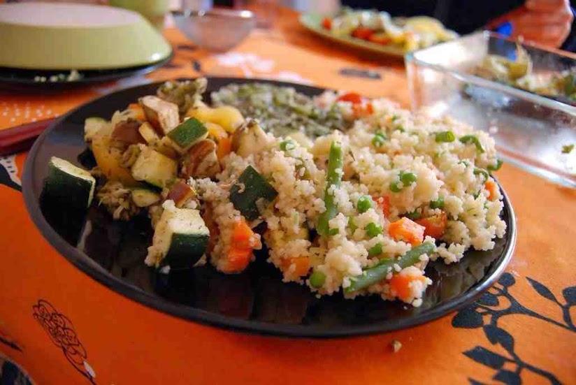 Cous-cous o cuscús con verduras y pollo. Receta fácil