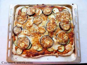 Pizza de verdura y queso de cabra