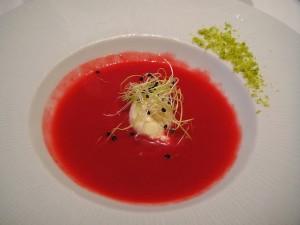 Gazpacho de remolacha con almendras