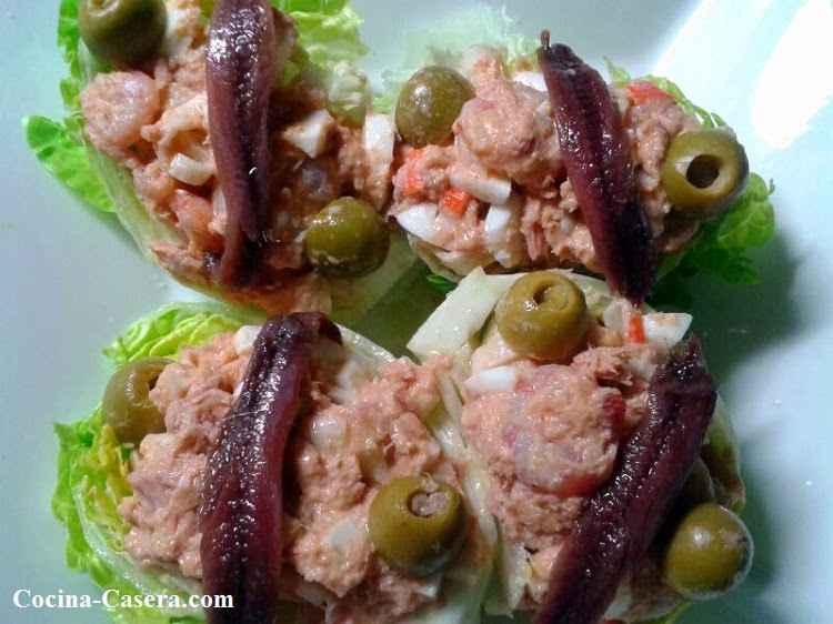 Cogollos de lechuga rellenos con anchoas