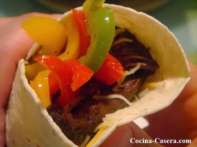 Fajitas de pollo con pimientos. Receta mexicana