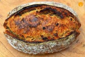 Pan de cerveza negra y granos de trigo