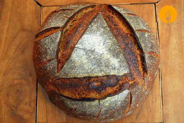 Pan de hogaza de trigo con masa madre