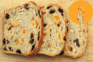 Pan de molde con fruta desecada y avellanas