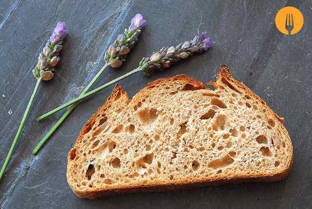 Pan de espelta, lavanda y masa madre