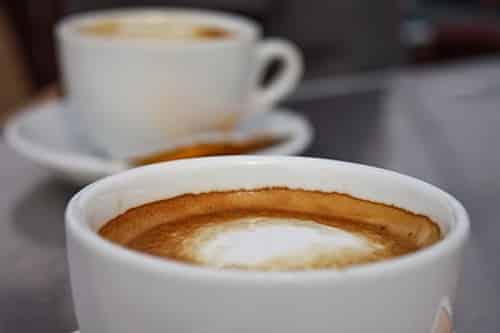 Beber café o té no daña al corazón según los últimos estudios