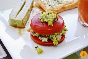 Hamburguesa de tomate con calabacín
