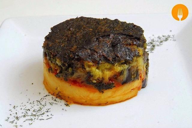 Pastel de verduras y carne con bechamel de espinacas