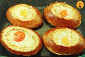 Brioches rellenos con huevo