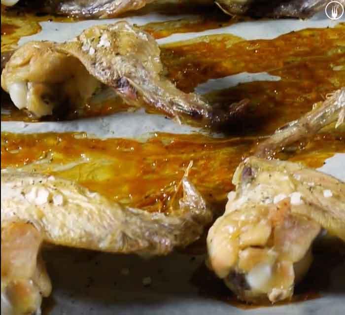 Alitas de pollo al horno con salsa barbacoa o BBQ