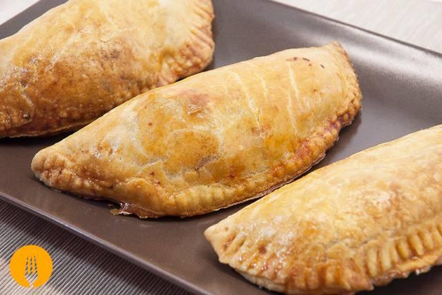 Empanadillas de atún con masa u obleas a mano