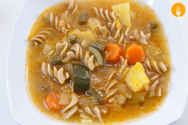 Sopa Minestrone. Receta Italiana