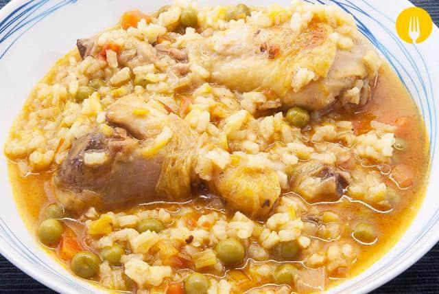 Arroz caldoso con pollo. Receta fácil