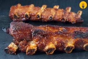 Costillas de cerdo en salsa barbacoa o BBQ