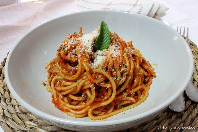 Espaguetis con Salsa de Pimientos Rojos