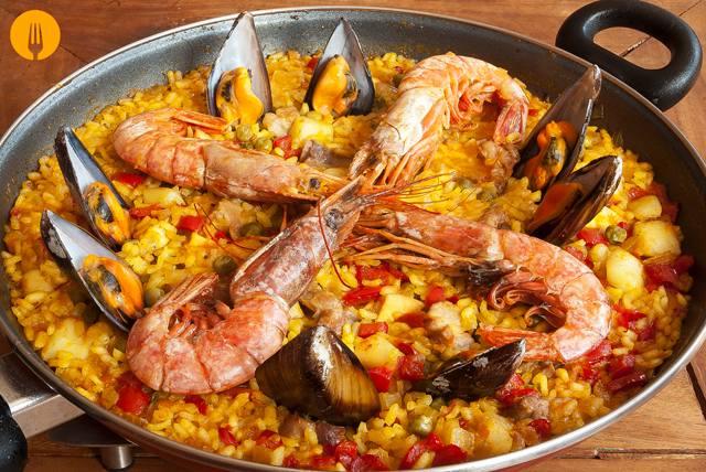 Paella Mixta de Marisco y Pollo. Receta Fácil