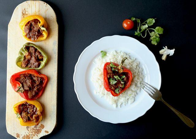 Pimientos rellenos de Carne de Puerco en Salsa Hindú