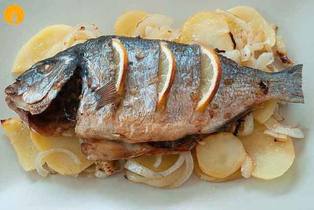 Dorada al Horno con Patatas -Pescado al horno
