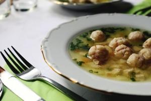 6 Caldos y Sopas que no deberían faltar en tu mesa