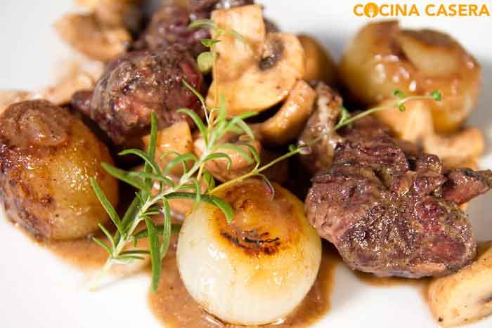 Coq au vin (Pollo al vino)