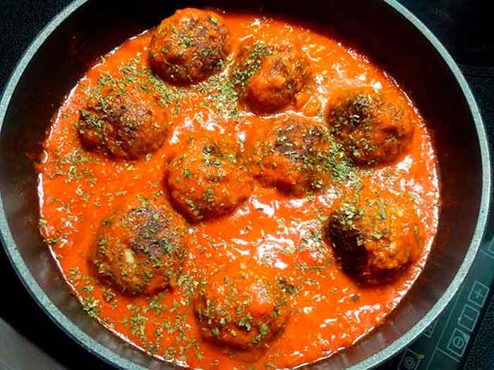 Albóndigas con salsa de tomate