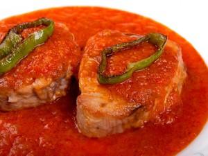 Atún con tomate y pimientos