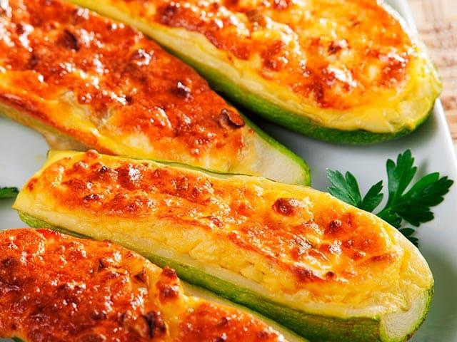 Calabacín relleno con puré de patata