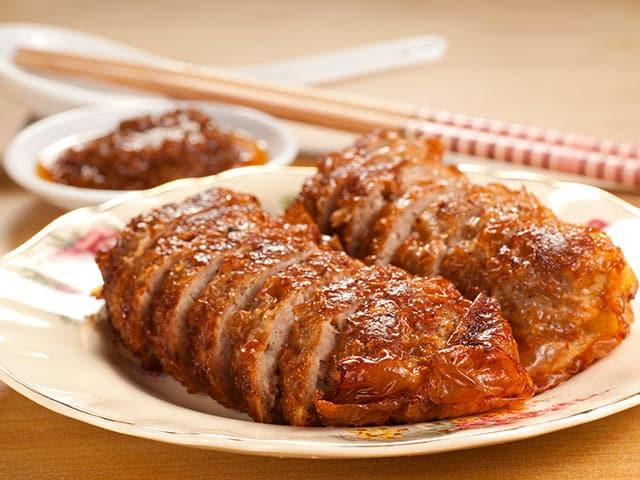 Rollo de carne picada en salsa