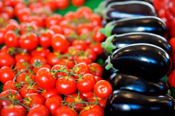 C mo sembrar tomate pimientos y berenjenas recetas de for Plantar pimientos y tomates