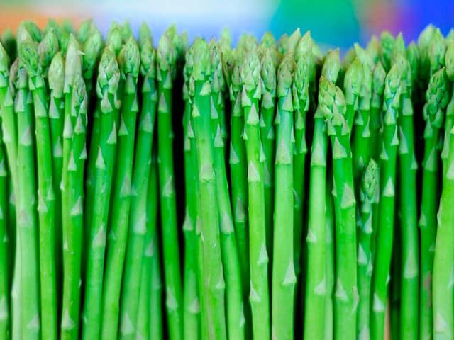 Espárragos verdes y trigueros