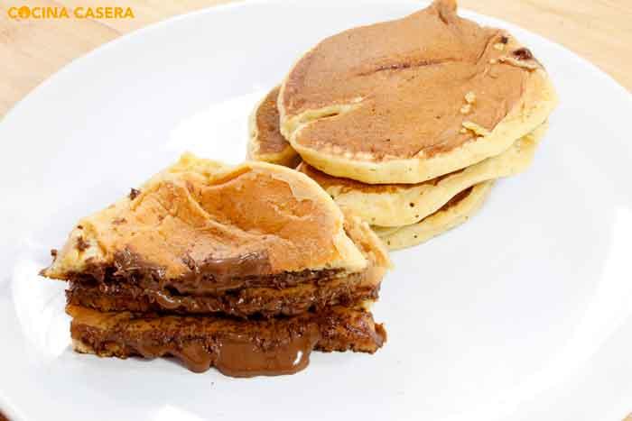 Tortitas rellenas de chocolate o nutella. Dorayakis