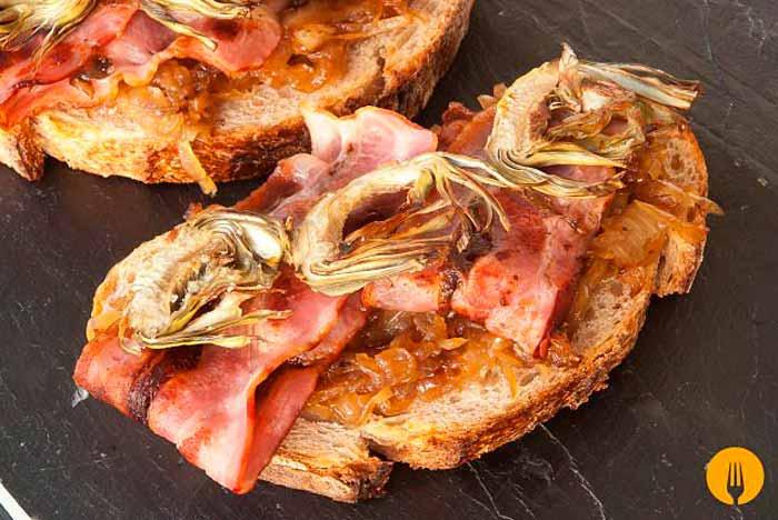 Montado de Bacon, Cebolla y Alcachofa