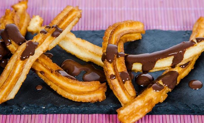 Churros caseros con chocolate