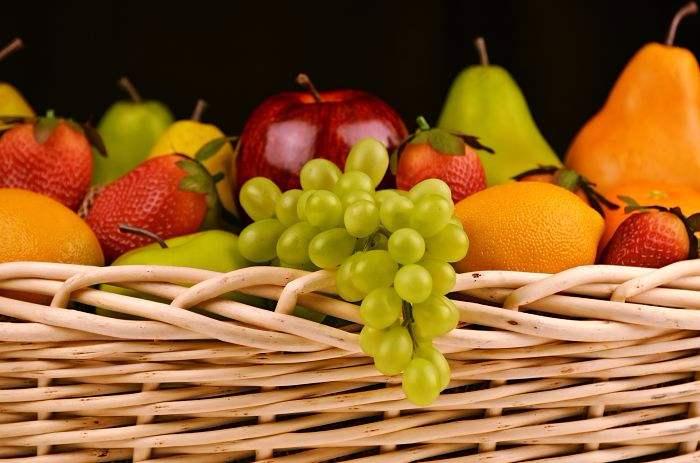 Se debe comer la fruta con o sin piel
