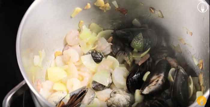 sopa de pescado y marisco facil